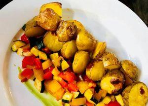 Opekané nové zemiaky s restovanou zeleninkou