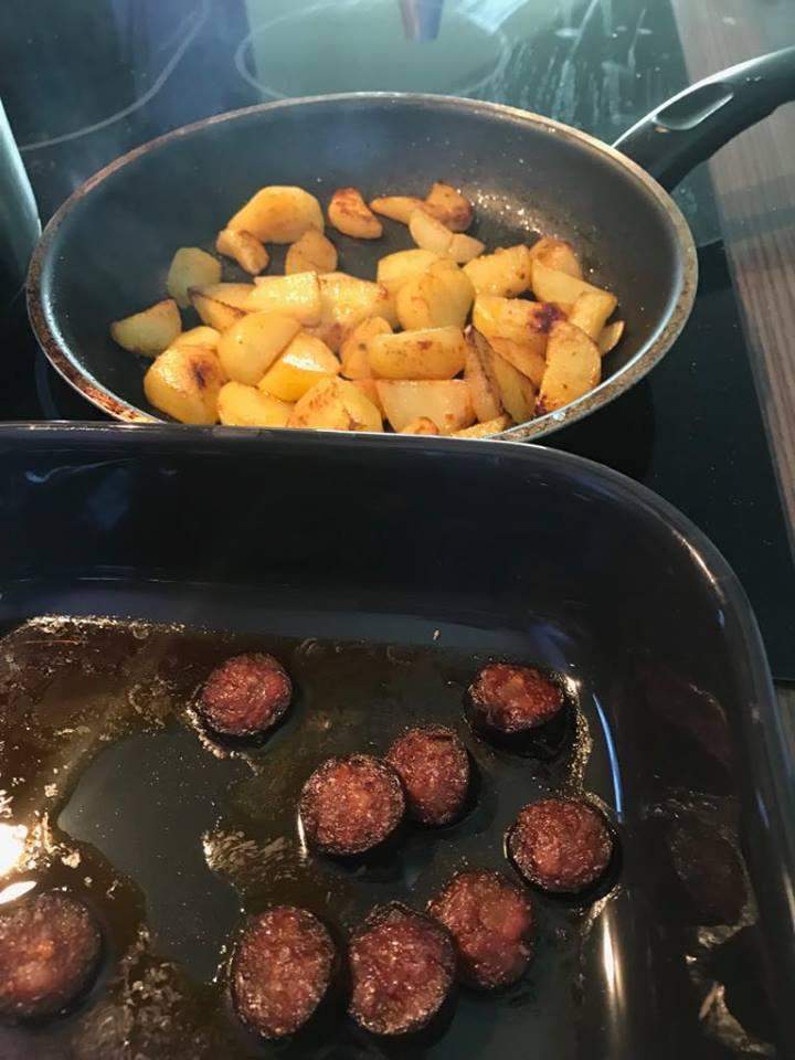 zemiaky, klobása