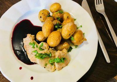 recept na panenku so zemiakmi a čučoriedkovou omáčkou